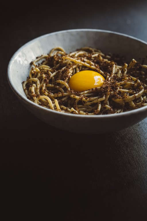 spaghetti with grated tuna heart and yolk (to cook at home)